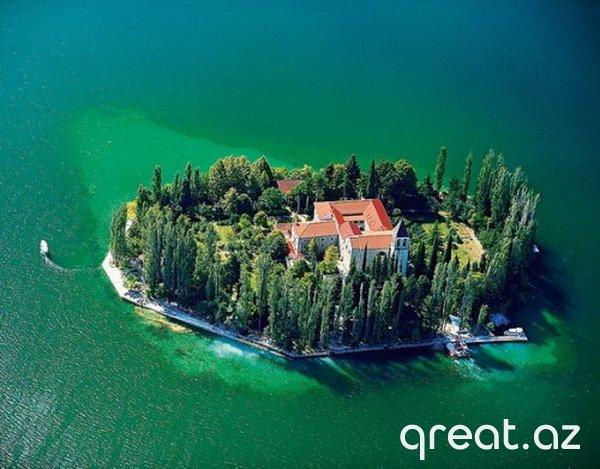 Real həyatda mövcud olan 10 Nağıl ada