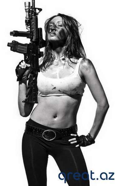 Silahlı gözel qızlar (37 Foto)