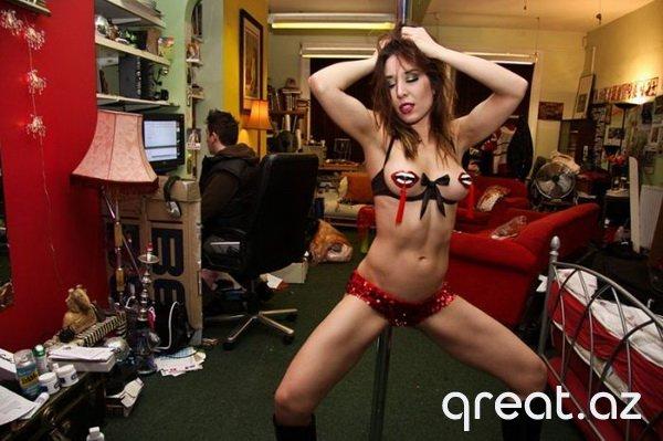 Səhnə arxası striptiz oynuyan qizlar (14 Foto)