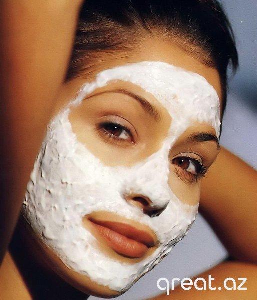 Dərinin qocalmasına qarşı 10 effektiv qidalı maska