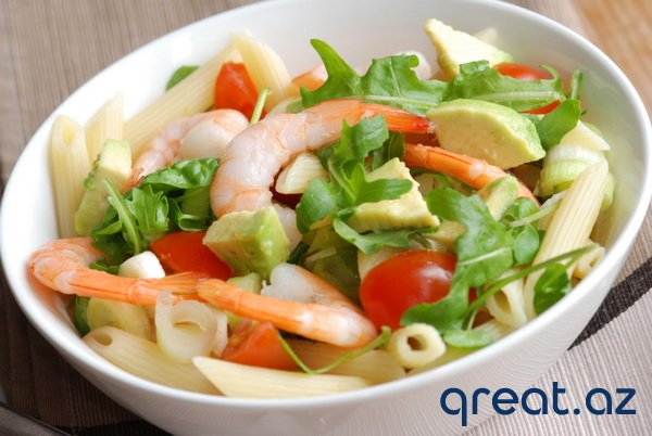 Krevetlerlə və avokadoyla salatın hazırlanması