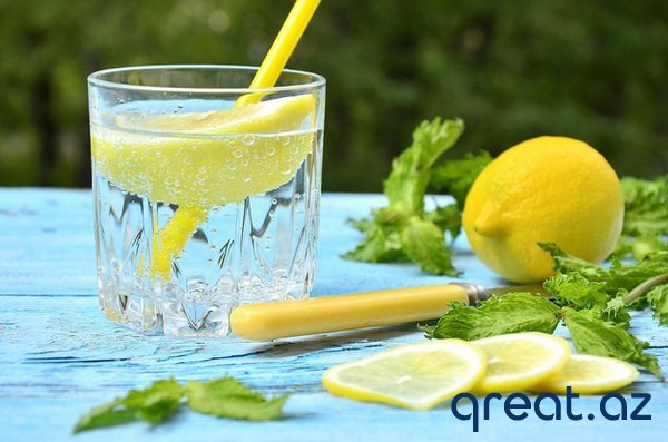 Limonlu suyu içmək üçün 20 səbəb. Öz organizmin üçün sehrbaz ol!