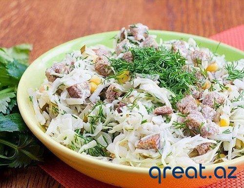 Kələmlə və Suxarılarla dadlı salat