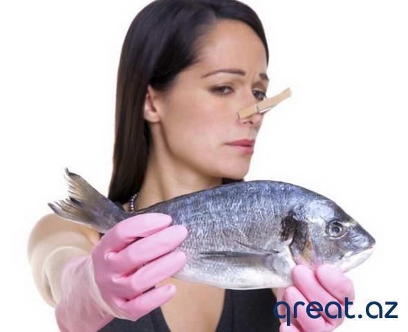 Əllərdə balığın qoxusundan qurtulmaq üsulları