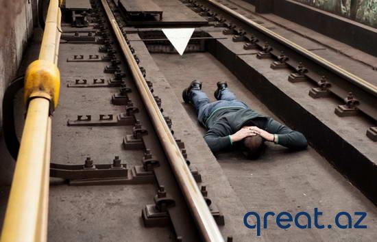 Metro relslərinə yıxılma vaxtı sağ qalmanın üsülları