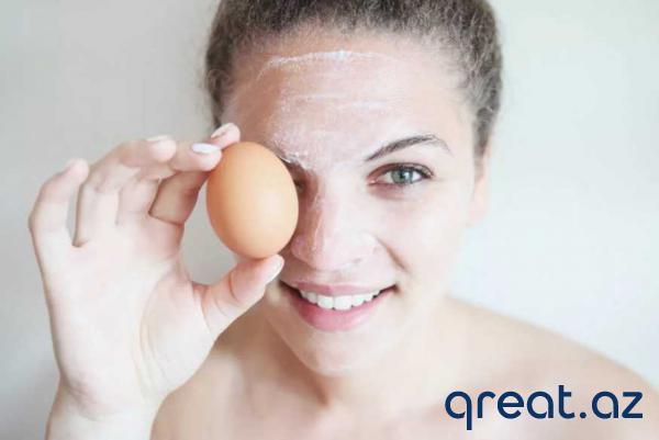 Yay istisində nəmlənmiş dəri üçün yumurtanın ağı və nişasta üçün maska