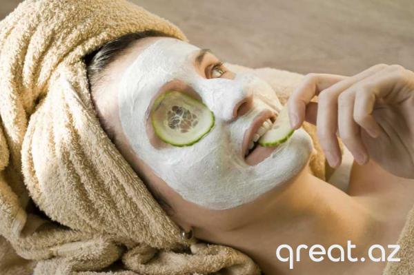 Öz əllərinilə hazırlanması asan olan dərinin gəncliyi üçün 5 effektiv maska